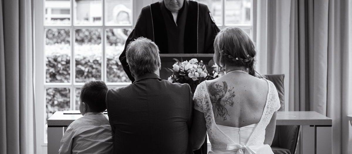 Korte bruidsreportage Gemeentehuis Blaricum - Huizen - Trouwfotograaf het Gooi